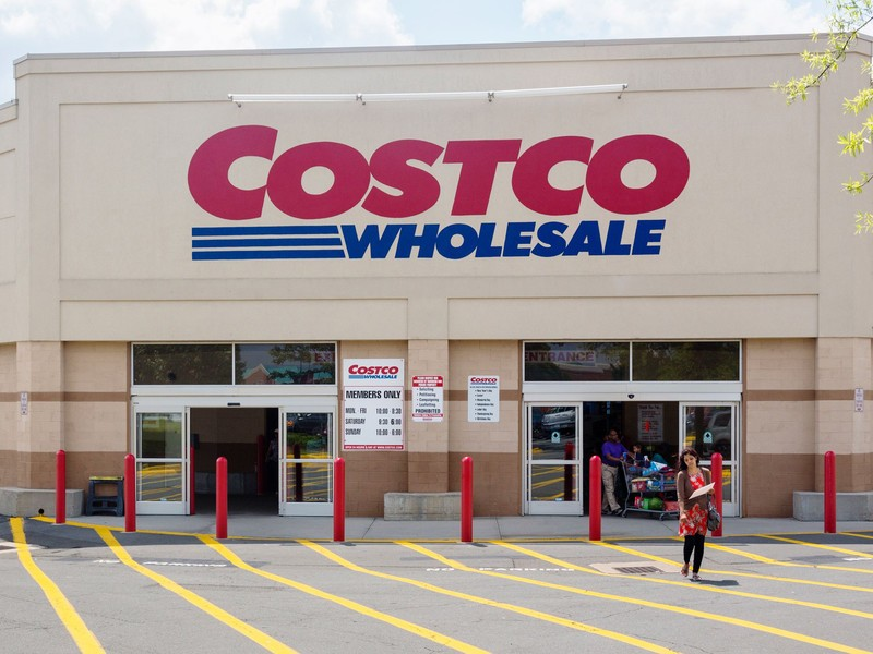 A Costco vs Sam's Club review. I compare membership fees, prices, quantity, quality, hours, locations, credit cards, return policies, & more.