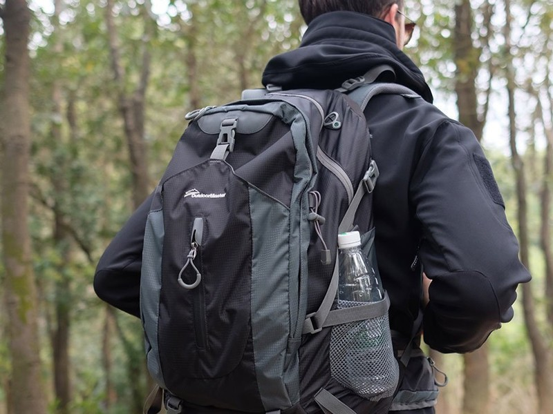 55a9d5864fcc This 50-liter backpack comes with a waterproof rain cover and plenty of  large and small pockets for storage. It features external attachment points  as well ...