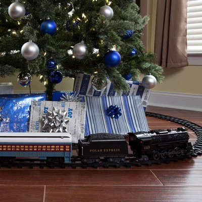 Head to the North Pole with this $50 Lionel Polar Express ...