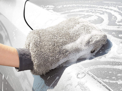 Wash or dry your vehicle with this $4 two-pack of AmazonBasics Microfiber Car Wash Mitts