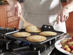 Cook like a pro with this $28 Calphalon square griddle pan