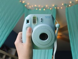 This Fujifilm Instax Mini 9 camera is the coolest thing since sliced bread