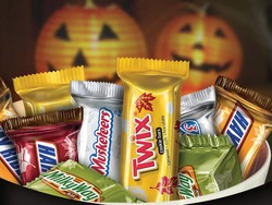 Today only, get up to 30% off Halloween candy at Amazon