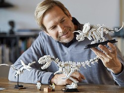 Discover and build these Lego dinosaur fossils in this kit on sale for $48