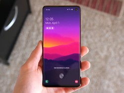 Here's your chance to save $900 on a pair of Samsung Galaxy S10 devices