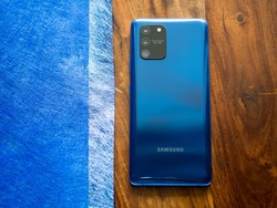 Score an unlocked Samsung Galaxy S10 Lite at $50 off with free Galaxy Buds+