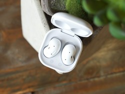 Cheap Galaxy Buds Live deals: Save up to $35 on true wireless earbuds today