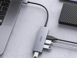 Plug in mice, your keyboard, flash drives and more with the $9 Aukey 4-port USB Hub