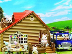 This adorable Calico Critters Lakeside Lodge gift set is down to $53