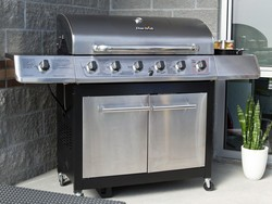Take advantage of the last days of autumn with a $262 Char-Broil gas grill