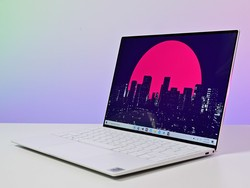 The Dell XPS 13 touchscreen laptop has dropped to $680 today