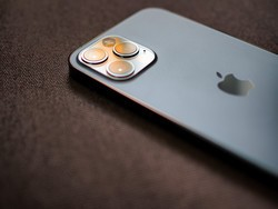 Visible's new iPhone 12 deal scores you a free pair of Beats ANC headphones