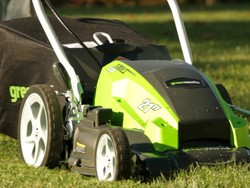 Scoop up this $99 GreenWorks 13 Amp 21-inch Lawn Mower