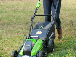 Pick up Greenworks' 40V Cordless Lawn Mower for only $128 today