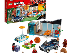 Make like a superhero and pick up the $25 Lego Juniors Incredibles 2 Great Home Escape set