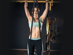 Snag 40% off this Mpow pull-up band and get those reps in