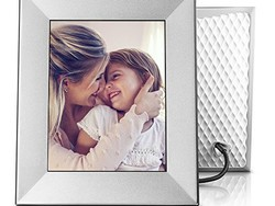 Display photos from your phone with a discounted Nix digital frame