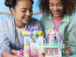 Delight your collector with the $5 Party Popteenies Poptastic Party Playset