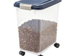 This $11 container can keep 25 pounds of your pet's food fresh