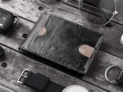 Minimalist wallets are popular for good reason, and this one's only $6 after coupon code