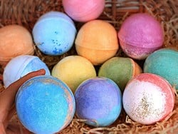 Treat yourself or someone special to this RoseVale Bath Bomb gift set at $10 off