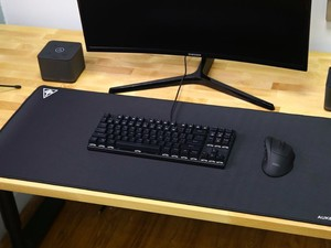 Cover your desk with Aukey's $13 XXL gaming mouse pad