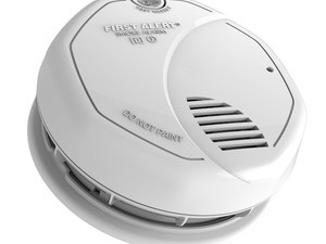 Replace your aging smoke detectors with this $42 10-year dual sensor alarm