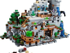 Make your game 3D with the $200 Lego Minecraft The Mountain Cave 2863-piece building kit for $200