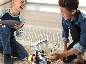 This $70 Meccano-Erector M.A.X Robotic Interactive Toy has Artificial Intelligence