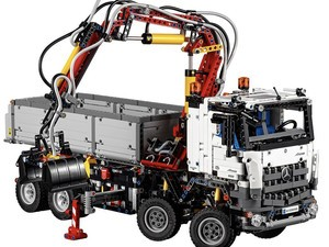 Lego Technic's Mercedes-Benz Arcos kit is a 2,793-piece beast down to $184