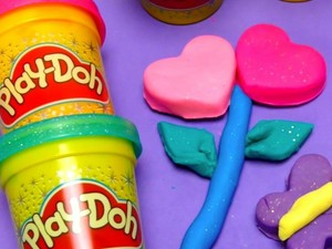 Treat the kids to six cans of sparkly Play-Doh for only $4