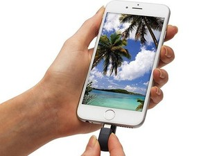 SanDisk's iXpand flash drives can back up your iPhone or iPad photos and free up some storage