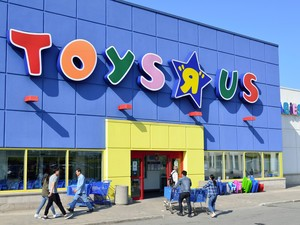Get a $5 Toys R Us gift card free when you order online with in-store pickup